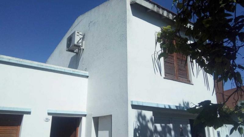 Casa De Dos Plantas En Juarez Y Basavilbaso